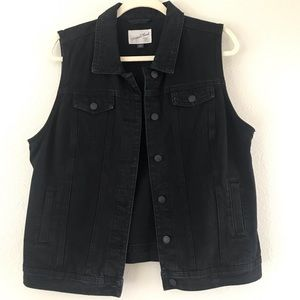 Universal thread by Target black jean vest s/large